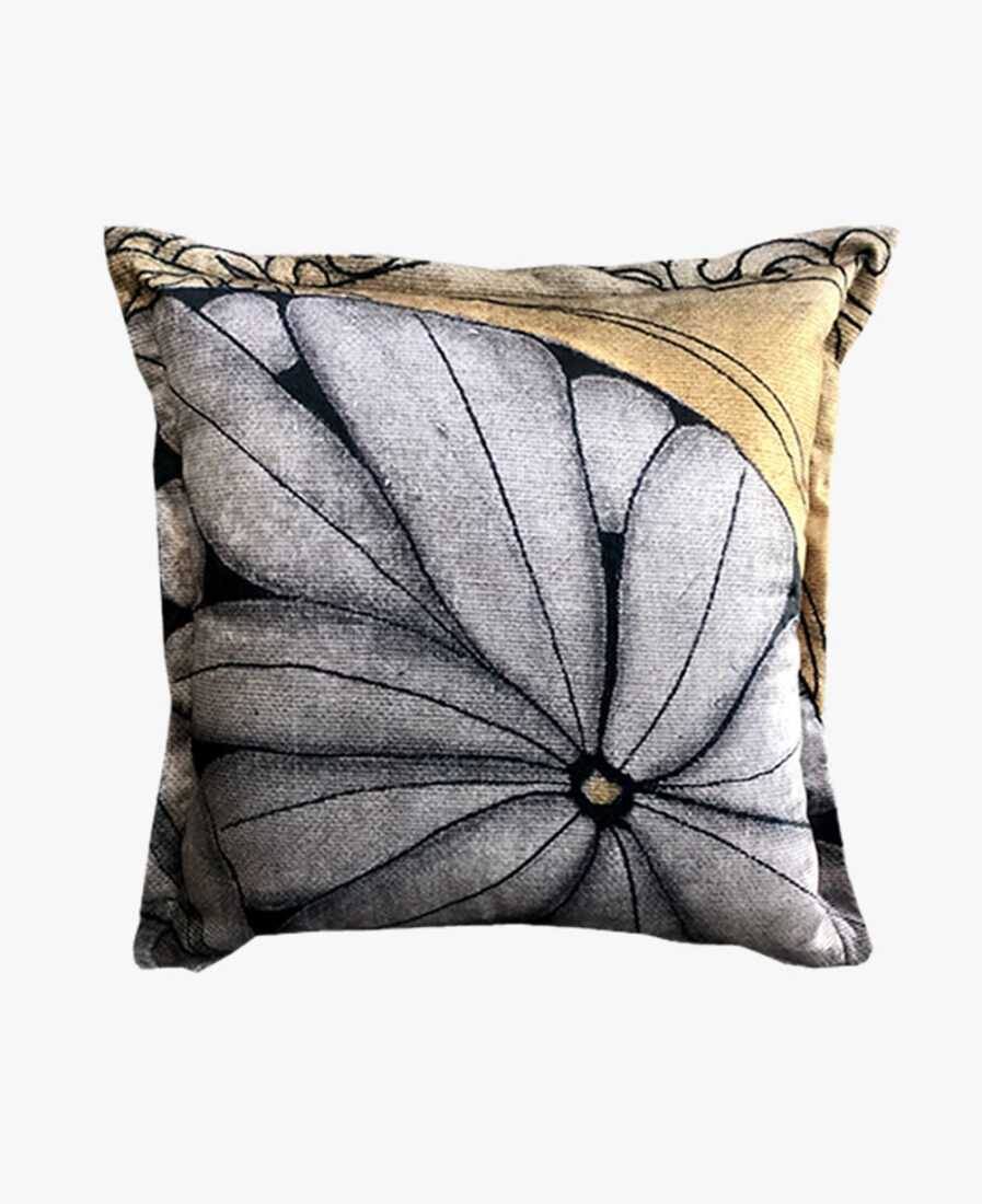SCT028- peeping through scatter cushion